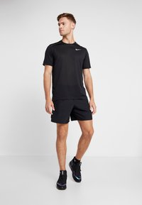 Nike Performance - DRY COOL MILER - T-shirt basique - black/reflective silv - 1