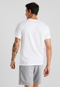 Nike Performance - DRY TEE ATHLETE - T-shirt imprimé - white/black - 2