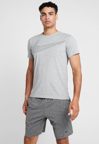 Nike Performance - DRY  - Camiseta estampada - grey heather/black - 0
