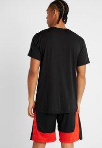 Nike Performance - DRY  - T-shirt imprimé - black/white - 2