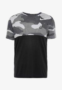 Nike Performance - DRY CAMO - T-shirt med print - black/light smoke grey/white - 3