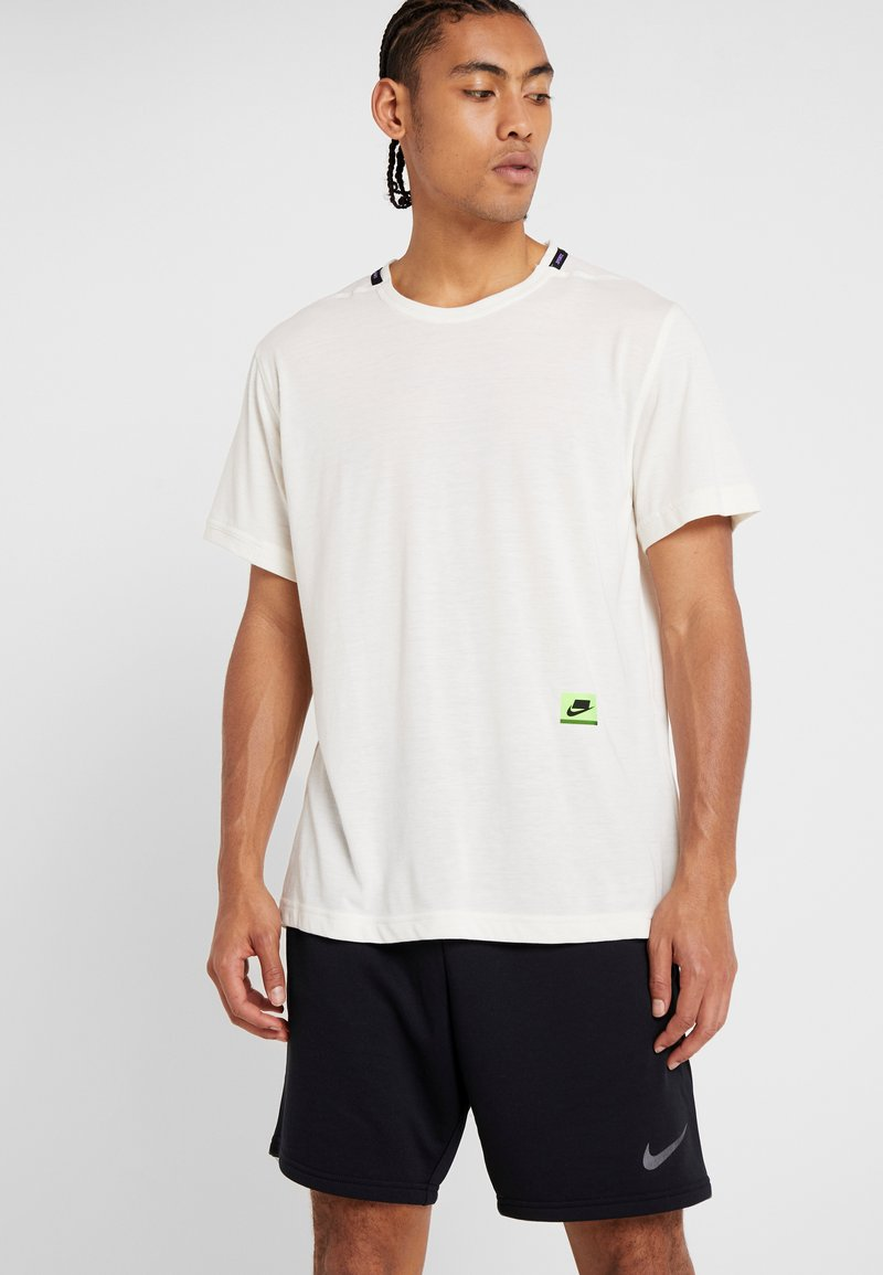 Nike Performance - DRY - T-shirt con stampa - pale ivory/black/bright violet
