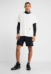 Nike Performance - DRY - Print T-shirt - pale ivory/black/bright violet - 1