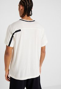 Nike Performance - DRY - Print T-shirt - pale ivory/black/bright violet - 2