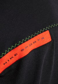 Nike Performance - DRY - Print T-shirt - black/habanero red - 6