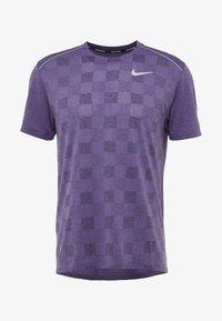 Nike Performance - MILER - Camiseta estampada - obsidian/bright violet/reflective silver - 5