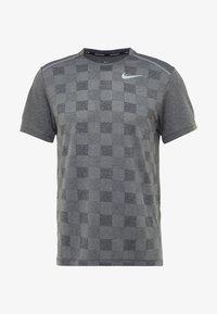 Nike Performance - MILER - Print T-shirt - black/particle grey/reflective silver - 4