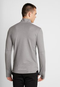 Nike Performance - Camiseta de deporte - smoke grey/heather/reflective silver - 2