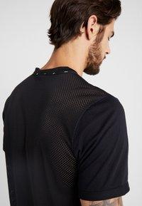 Nike Performance - WILD RUN - Camiseta estampada - black - 4