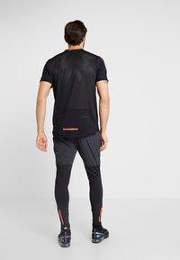 Nike Performance - WILD RUN - Camiseta estampada - black - 2