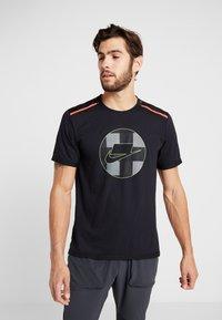 Nike Performance - WILD RUN - Camiseta estampada - black - 0