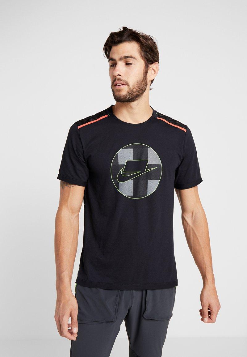 Nike Performance - WILD RUN - Printtipaita - black