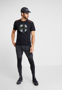 Nike Performance - WILD RUN - Camiseta estampada - black - 1