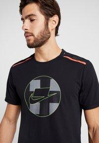 Nike Performance - WILD RUN - Camiseta estampada - black - 6