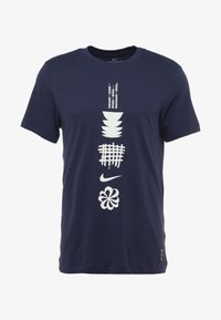 Nike Performance - DRY RUN SEASONAL  - Camiseta estampada - obsidian/white - 4