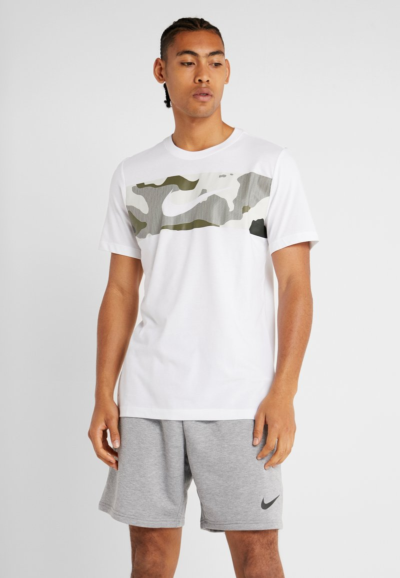Nike Performance - DRY TEE CAMO BLOCK - Camiseta estampada - white