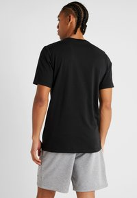Nike Performance - DRY TEE CAMO BLOCK - Camiseta estampada - black/white - 2