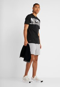 Nike Performance - DRY TEE CAMO BLOCK - Print T-shirt - black/white - 1