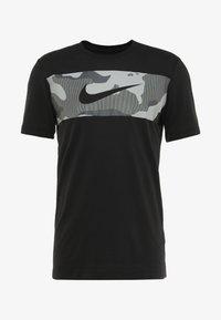 Nike Performance - DRY TEE CAMO BLOCK - Print T-shirt - black/white - 4