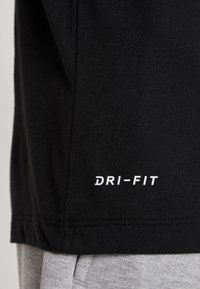 Nike Performance - DRY TEE CAMO BLOCK - Camiseta estampada - black/white - 5