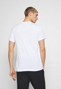 Nike Performance - DRY TEE PRO - T-shirt imprimé - white - 2