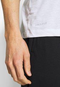 Nike Performance - DRY TEE PRO - T-shirt imprimé - white - 3