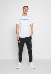 Nike Performance - DRY TEE PRO - T-shirt imprimé - white - 1