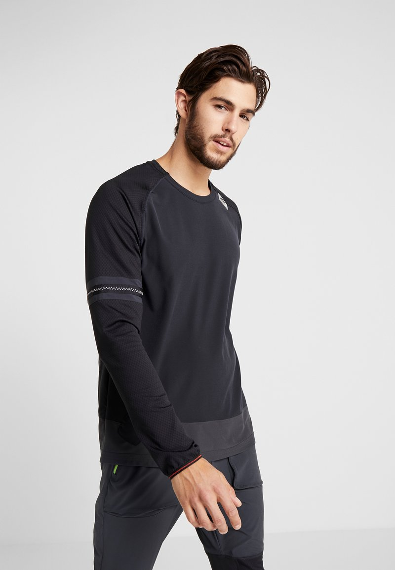 Nike Performance - WILD RUN MIDLAYER - Funktionstrøjer - black/off noir/electric green