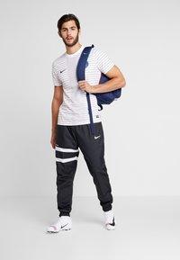 Nike Performance - PARIS ST GERMAIN DRY  - Pelipaita - white/midnight navy - 1