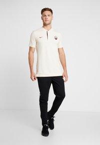 Nike Performance - AS ROM MODERN  - Pelipaita - light cream/dark team red - 1