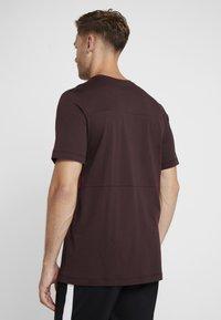 Nike Performance - AS ROM TEE TRAVEL CREST - Club wear - deep burgundy - 2
