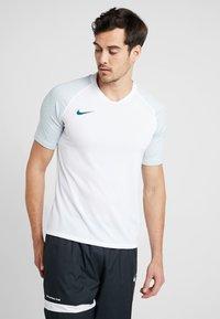 Nike Performance - Camiseta estampada - white/silver pine/iridescent - 0