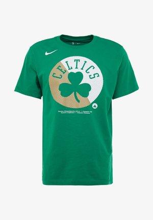 NBA BOSTON CELTICS SPLIT LOGO TEE - Klubbklær - clover