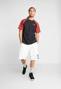 Nike Performance - NBA CHICAGO BULLS CAMO TEE - Squadra - multicolor - 1