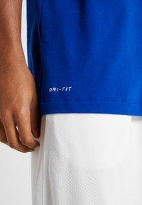 Nike Performance - NBA GOLDEN STATE WARRIORS LOGO TEE - Klubbkläder - rush blue - 3