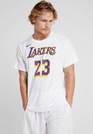 NBA LA LAKERS LEBRON JAMES NAME NUMBER TEE - Klubové oblečení - white