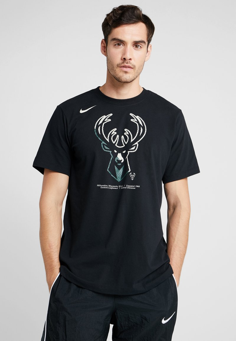 Nike Performance - NBA MILWAUKEE BUCKS M NK DRY TEE FNW SP LGO - Artykuły klubowe - black