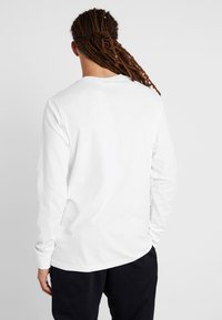 Nike Performance - NBA LONG SLEEVE - Funktionsshirt - white - 2