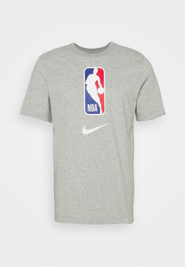 NBA DRY TEE - T-Shirt print - dark grey heather