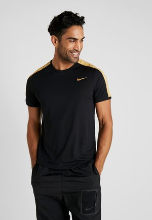 DRY - T-shirt z nadrukiem - black/metallic gold