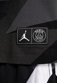 Nike Performance - CAT FC JOCK TAG TEE - T-shirt med print - black - 6
