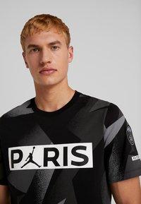Nike Performance - CAT FC JOCK TAG TEE - T-shirt med print - black - 3