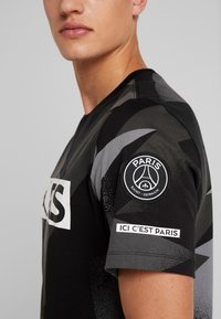 Nike Performance - CAT FC JOCK TAG TEE - T-shirt med print - black - 4