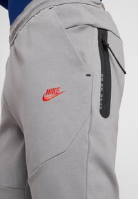 Nike Performance - ATLETICO MADRID PANT  - Träningsbyxor - gunsmoke/sport red - 3