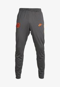 Nike Performance - CHELSEA LONDON DRY PANT - Pantalon de survêtement - anthracite/rush orange - 3