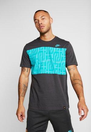 FC BARCELONA TEE TRAVEL - T-shirt print - cool grey