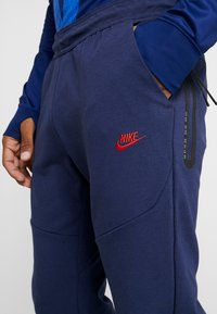 Nike Performance - PARIS ST GERMAIN PANT  - Träningsbyxor - midnight navy/university red - 4