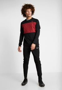 Nike Performance - AS ROM TEE TRAVEL  - Pelipaita - black - 1