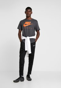 Nike Performance - CFC DRY TEE GROUND  - Equipación de clubes - anthracite - 1