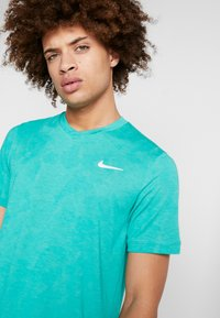 Nike Performance - DRY  - T-shirt - bas - neptune green/white - 4